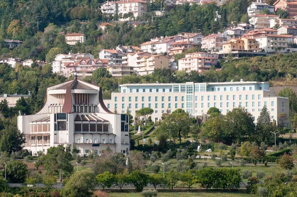 Santuario di Valdragone con il centro