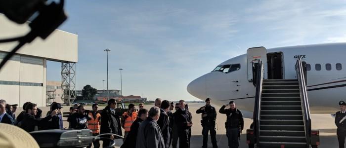 Lo sbarco dei 51 migranti attraverso i corriodi umanitari a Roma