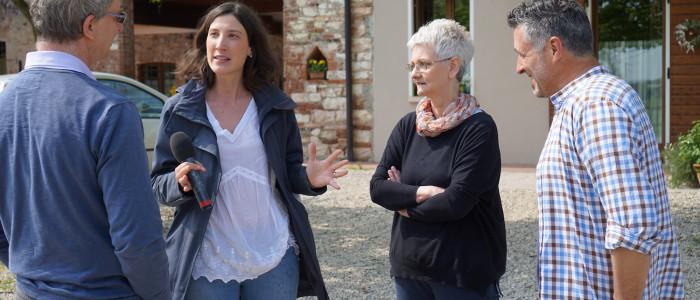 Caterina dall'Olio di TV2000 intervista i genitori della casa famiglia