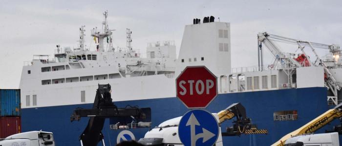 Nave cargo saudita nel porto di Genova