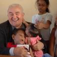Don Oreste Benzi fra i bambini