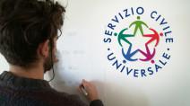 Servizio civile universale, giovane che disegna