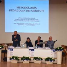 <p><strong>Riziero Zucchi</strong> presentala pedagogia dei genitori</p>
