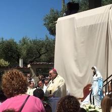 <p>Momento dell&#39;inaugurazione della casa famiglia, col vescovo mons.&nbsp;<b><i>Tommaso Valentinetti</i></b></p>