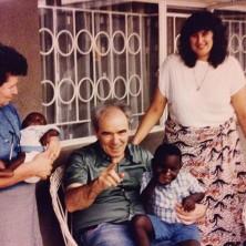 <p>Vittorio Tadei in Zambia, insieme a Tina Bartolini ed Elisabetta Garuti, agli inizi della missione della Comunità Papa Giovanni XXIII</p>