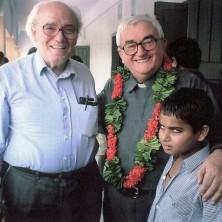 <p>Vittorio Tadei insieme a don Oreste Benzi durante una visita nella missione in Bangladesh</p>