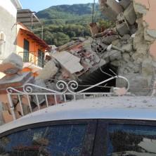 <p>Terremoto ad Ischia: i crolli e la speranza.</p>