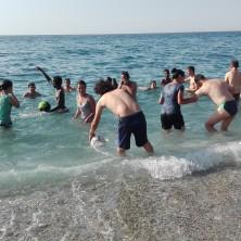 <p>Momento di gioco con i profughi minorenni non accompagnati.</p>