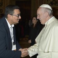 <p>Le persone sorde incontrano Papa Francesco; Patricio Castillo per la Comunit&agrave; Papa Giovanni XXIII</p>