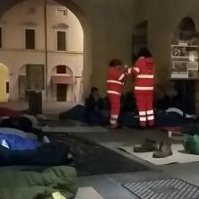 <p>Alcuni volontari hanno trascorso la notte in strada, per provare quello che vivono i senza fissa dimora</p>