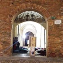 <p>Alcuni volontari hanno trascorso la notte dormendo per strada a Faenza</p>