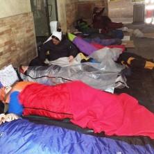 <p>Alcuni volontari hanno voluto sperimentare cosa si prova a dormire per strada per una notte</p>