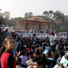 <p>La visita di Papa Francesco in Bangladesh ha attirato una folla numerosa</p>