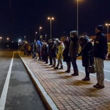 <p>Come gli schiavi: catena umana a Modena per la Giornata contro la schiavitù 2017. Foto di Andrea Bendandi.</p>