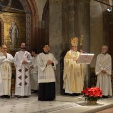 <p>Un momento della celebrazione nella parrocchia di S. Babila con l'arcivescovo di Milano mons. Delpini</p>