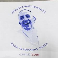 <p>La maglietta che indosseranno i missionari della Papa Giovanni XXIII durante la Messa di Papa Francesco</p>