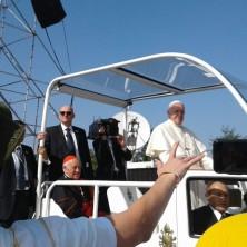<p>Papa Francesco tra i pellegrini di Santiago del Cile</p>