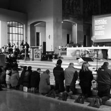 """<p>I volontari dell'unità di strada della Comunità Papa Giovanni XXIII, durante veglia """"Migrazione senza tratta"""" a Verona, l'8 febbraio 2018</p>"""