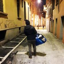 <p>Volontari dell'Unità di Strada per le vie del centro di Bologna</p>