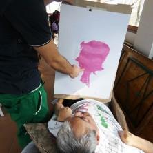 """<p>Guido e un'opera da lui realizzata presso il Centro Diurno """"Don Oreste Benzi"""" a Cesena</p>"""