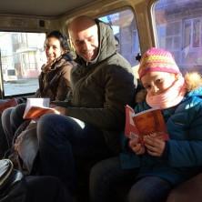 <p>La bambina con il messalino di Pane Quotidiano: dalla missione in Georgia</p>