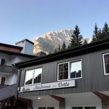 <p>L'albergo Madonna delle Vette, dove ci fu il primo campo di condivisione nel 1968.Foto di Alessio Zamboni</p>