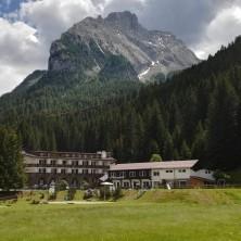 <p>L'albergo Madonna delle Vette, fortemente voluto da don Benzi per far fare ai giovani «un incontro simpatico con Cristo».Foto di Alessio Zamboni</p>