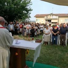 <p>Un momento della S. Messa&nbsp;per il 45&deg; anniversario di Casa Betania</p>