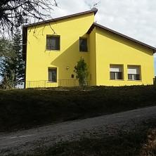 <p>Casa famiglia sulla collina</p>
