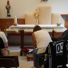 <p>Pregare insieme: Adorazione Eucaristica</p>