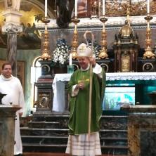 <p>Il vescovo di Pompei&nbsp;durante il pellegrinaggio della Comunit&agrave; Papa Giovanni XXIII al santuario mariano</p>