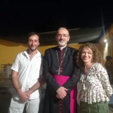 <p>I protagonisti della Casa Famiglia di Gerusalemme con Mons. Pierbattista Pizzaballa</p>