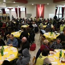 <p>Volontari e senza fissa dimora a pranzo insieme, in occasione della giornata dei poveri a Rimini</p>