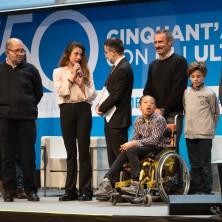 <p>I protagonisti del film <em>Solo cose belle</em>salgono sul palco per salutare i 7mila spettatori al palacongressi di Rimini</p>