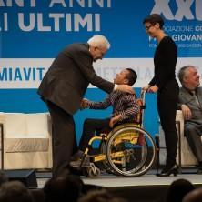 <p>Il presidente Mattarella saluta Francesco, uno dei protagonisti del film <em>Solo cose belle</em></p>