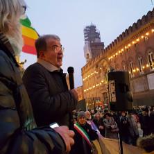 <p>1&nbsp;gennaio 2019: Romano Prodi interviene durante la marcia della pace a Bologna</p>