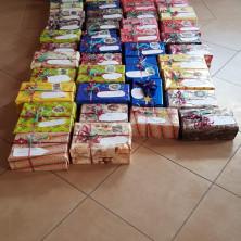 <p>Tutti i regali per le persone senza dimora preparati dai volontari a Torino</p>