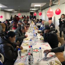 <p>Pranzo di Natale alla Capanna di Betlemme a Tirana (Albania)</p>