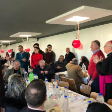 <p>Pranzo di Natale per le persone senza dimora alla Capanna di Betlemme di Tirana</p>