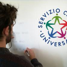 <p>Servizio civile universale, giovane che disegna</p>