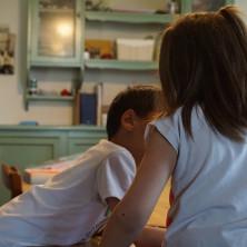 <p>Bambini in una vera casa famiglia, foto di Marco Tassinari</p>