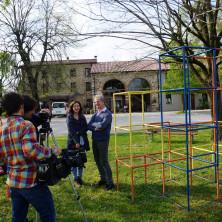 <p>Casa famiglia, riprese esterne ed intervista al responsabile</p>