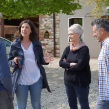 <p>Caterina dall'Olio di TV2000 intervista i genitori della casa famiglia</p>