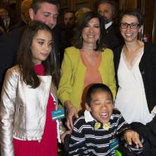 <p>Solo cose belle, la presentazione al Senato: Casellati con casa famiglia di Ciccio</p>