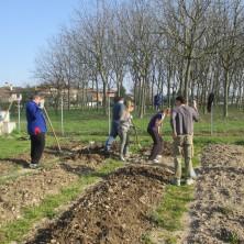 <p>Il raccolto dell&#39;orto dei giovani viene destinato ad iniziative benefiche</p>