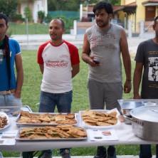 <p>Sono pronte le pietanze dal mondo, cucinate dai profughi.</p>