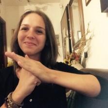 <p>«Sarà un onore per me poter marciare domani per i loro diritti, come marceremmo per i nostri», Chiara studia per diventare interprete della #LIS, la lingua italiana dei segni.</p>